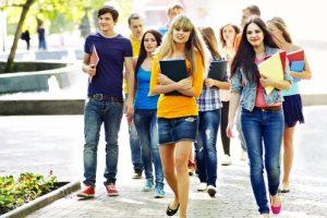 משמרות הצניעות של התלבושת האחידה : טייץ, לק, מכנסונים? לא בבית ספרנו