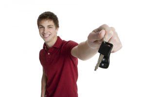 רישיון לבזבוז: האם לממן למתבגר שיעורי נהיגה (ואולי גם רכב) בכל מחיר?