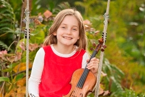 Alma Deutscher, the girl who can play piano and violin beautifully and has even written an opera... at the age of SEVEN