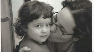 romi-as-a-littlle-kid-with-her-mother