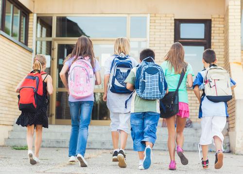 עבירות מין בין קטינים לבעלי סמכות: מי שומר על הילדים שלנו?