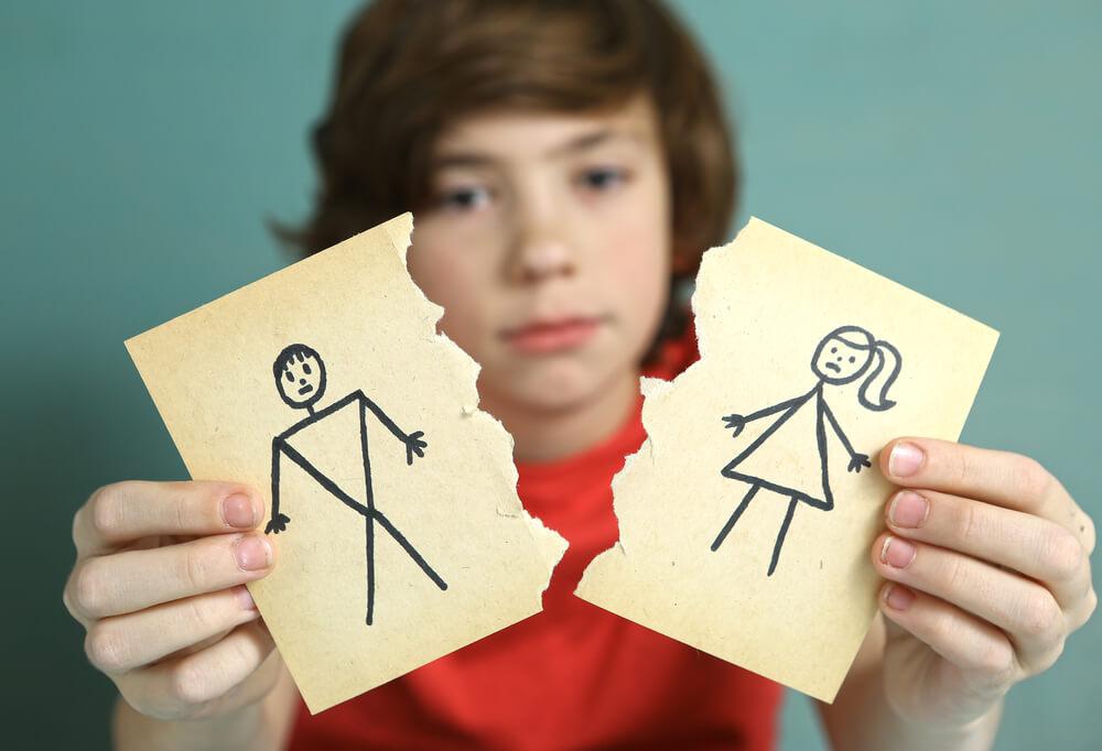 """""""אמא, אני רוצה לעבור לאבא"""": כשמתבגרים להורים גרושים רוצים להחליף בית"""
