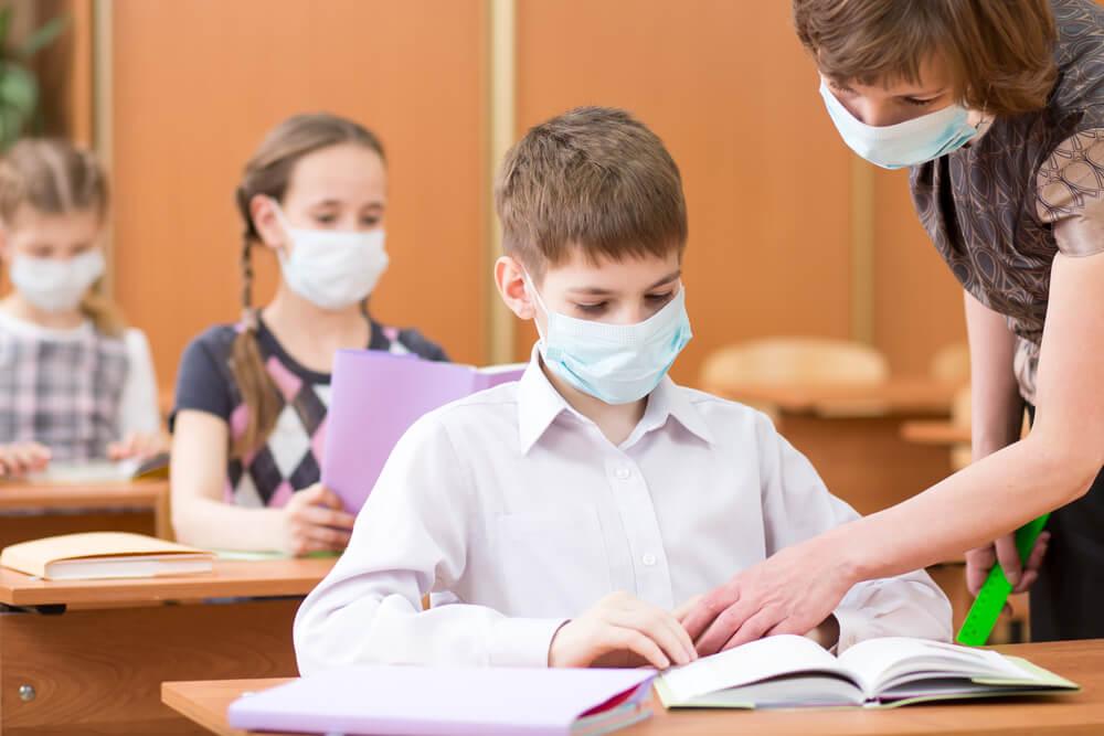 מבט מפנים: האם באמת מקפידים על ההנחיות בבתי הספר?