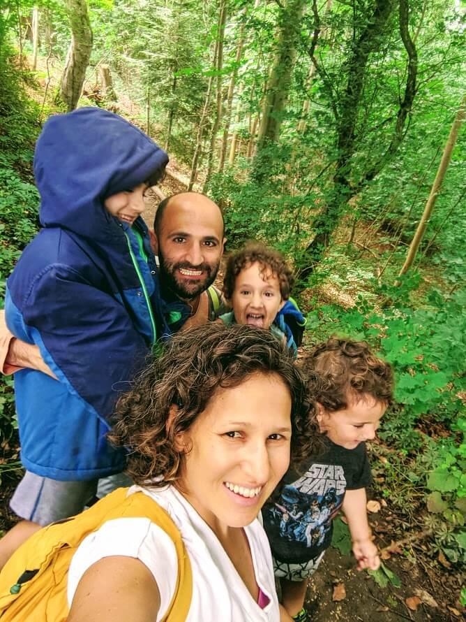 בעיצומו של גל שני: איך הורים מרחבי העולם חיים עם שגרת קורונה